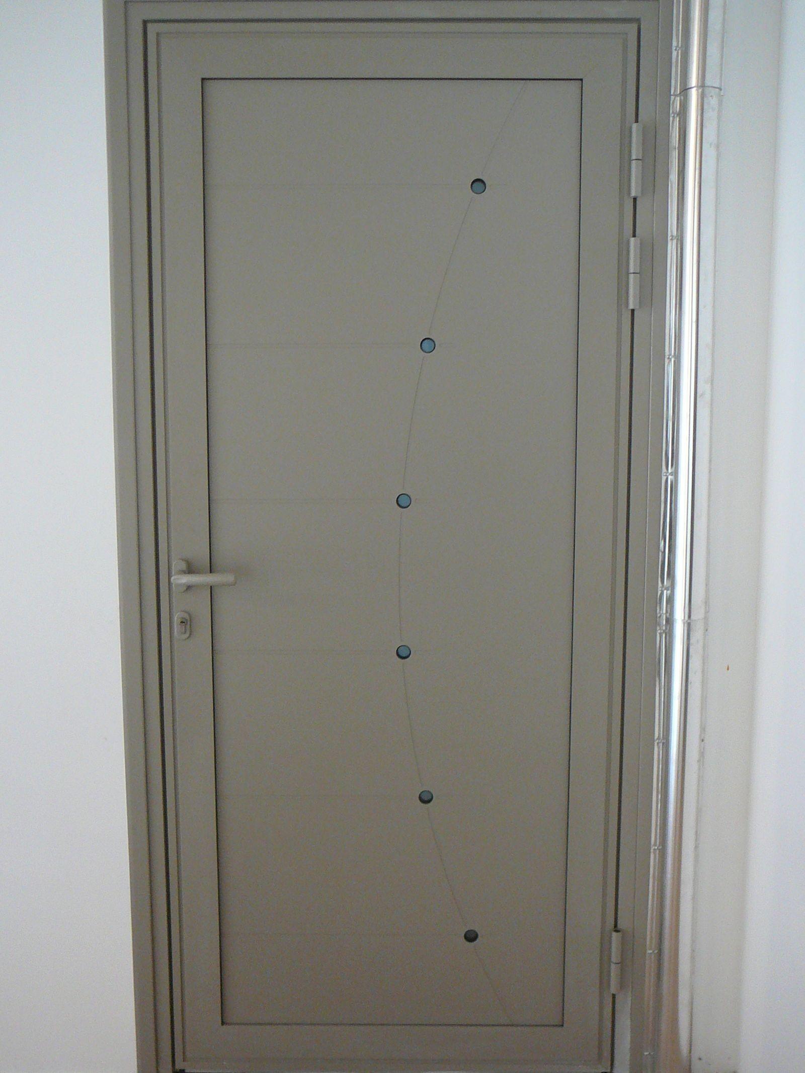 Porte d 39 entr e et porte de garage aluminium annecy for Porte entree garage